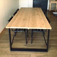 Plateau de table en chêne. Finition vitrificateur incolore mat V33.